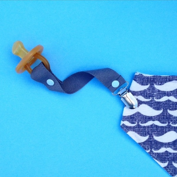 Dummy Clip- Natural Cotton -Grey with blue snaps
