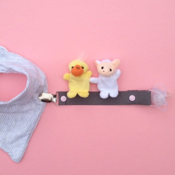 Dummy Clip- Natural Cotton- Grey with pink snaps